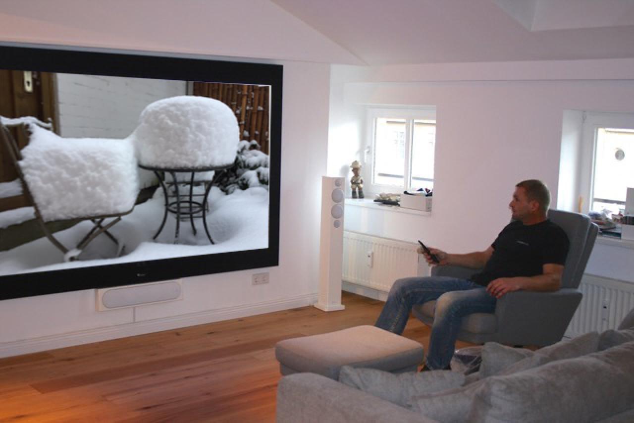Beamer Wohnzimmer Modern Eckcouch Glastisch Leinwand