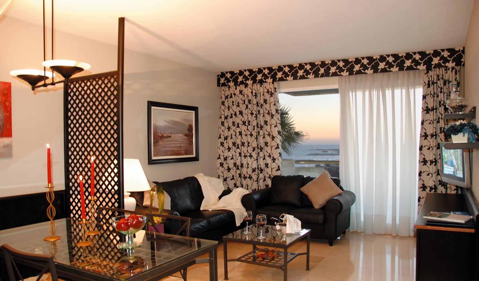 kleines wohn esszimmer mit raumteiler in schwarz fresHouse