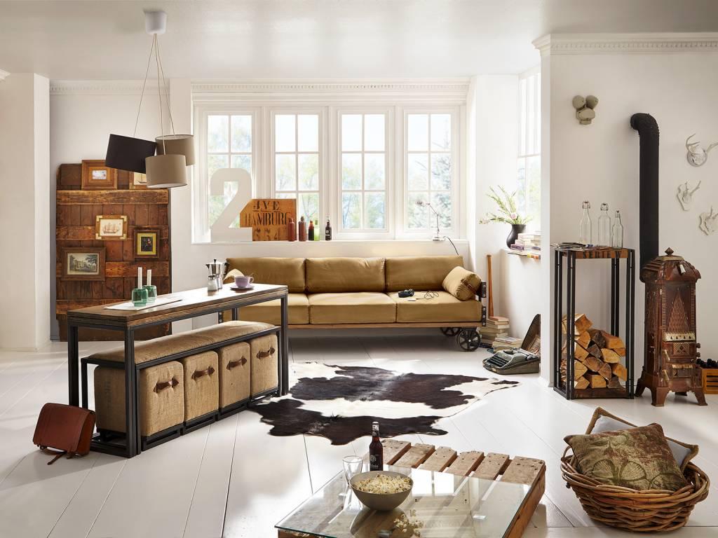 Sofa im Industrie Design auf Rädern Massivholzmöbel bei