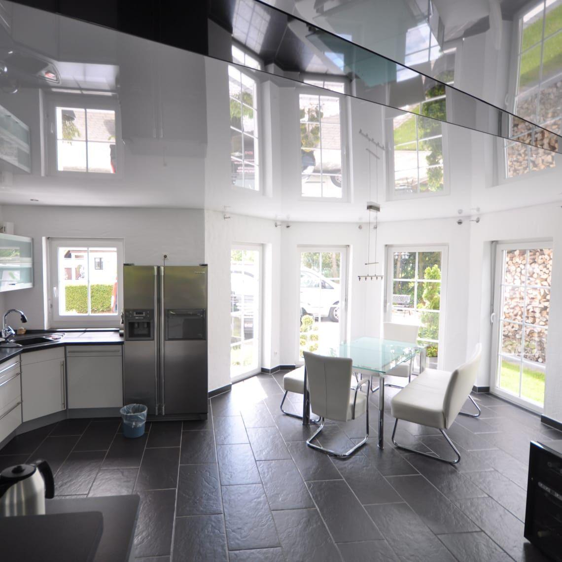 Spanndecke weiß Hochglanz wohnzimmer decke renovieren