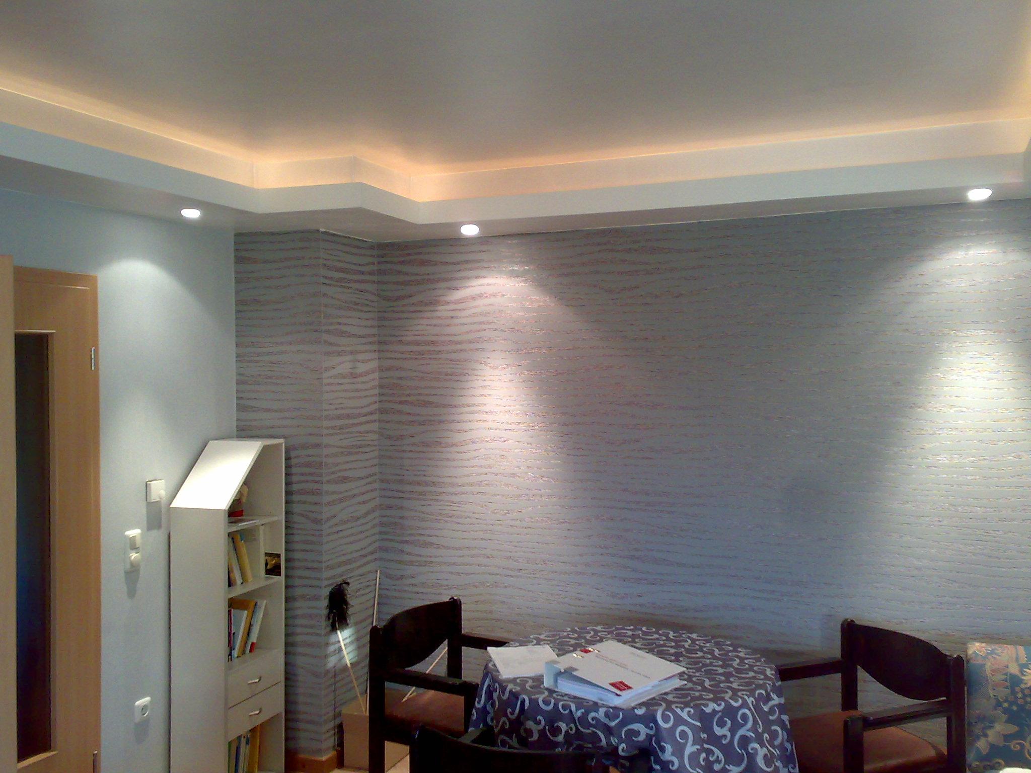 Steinwand Wohnzimmer Beleuchtung