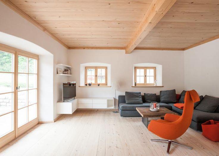 Wie sieht das klassische Wohnzimmer mit Altholz und