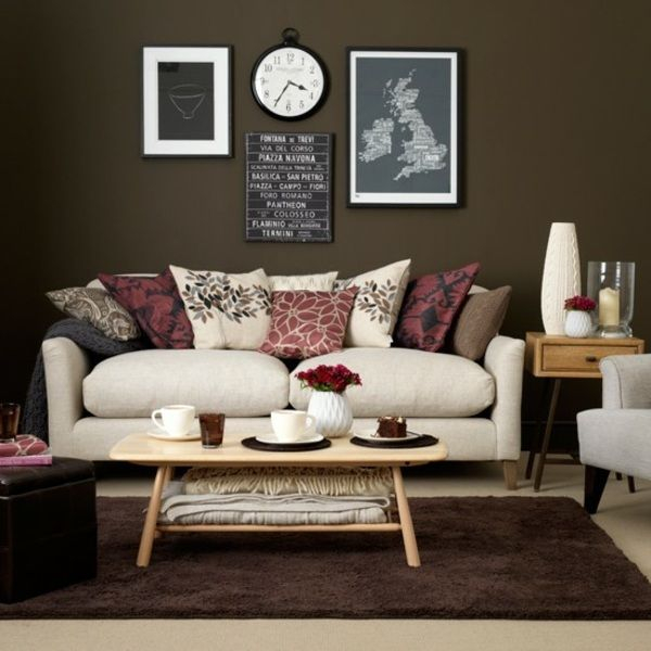 Wohnzimmer braun weiß Sofa Deko Kissen rosa rot Farbe