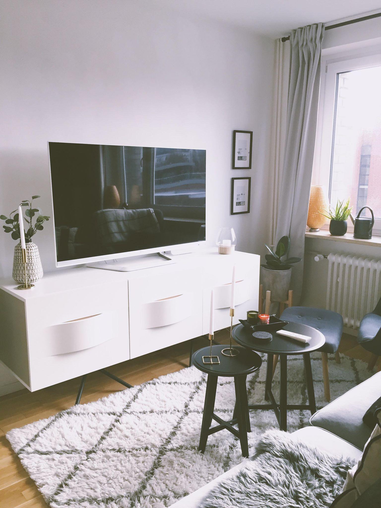 Wohnzimmer Kommode von BoConcept Teppich von Westw